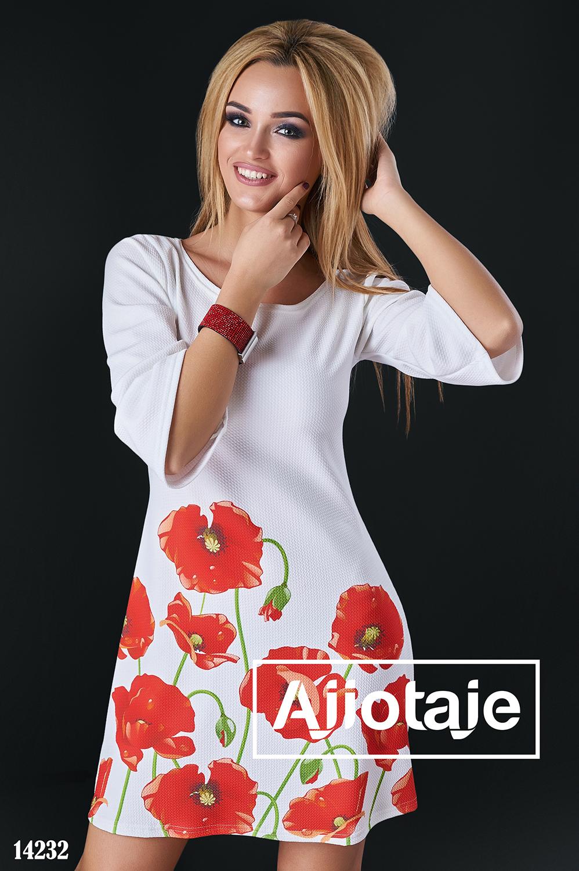 Белое платье с красными тюльпанами