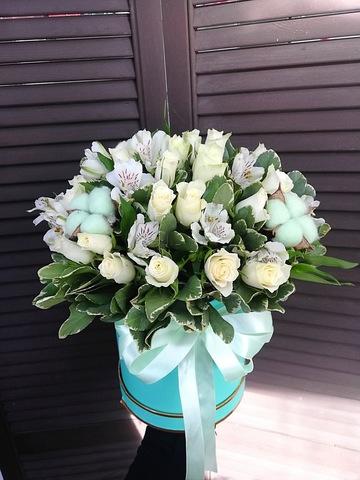 Цветы в шляпной коробке #2064