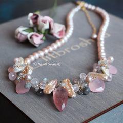 Ожерелье из жемчуга, розового кварца и лабрадорита