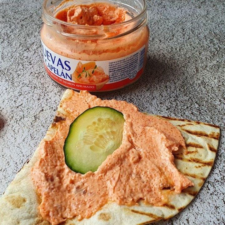 Crema de caviar con trozos de salmón ahumado
