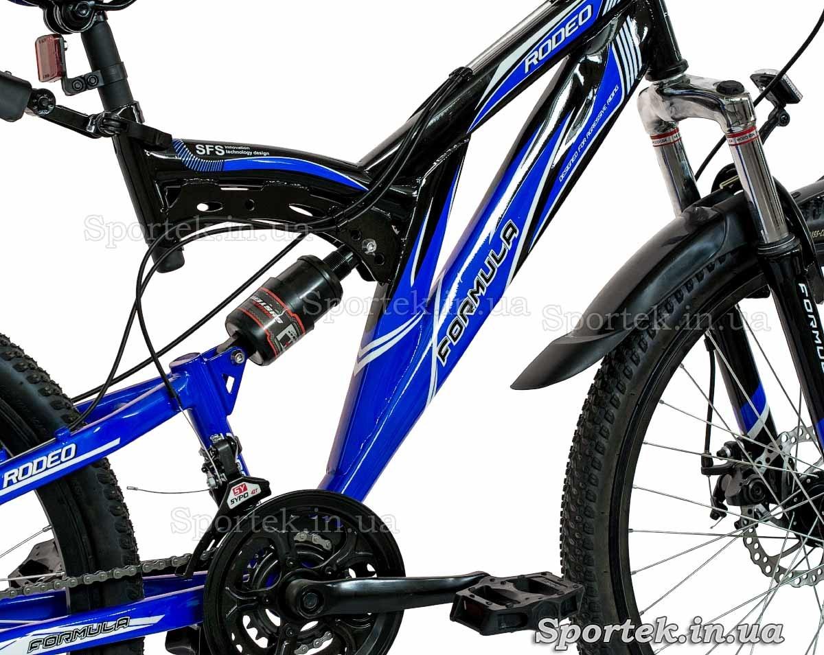 Вид справа на раму и задний амортизатор горного универсального велосипеда Формула Родео (Formula Rodeo DD 2015)