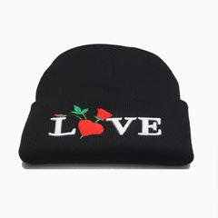 Вязаная шапка с отворотом и вышивкой Love (Любовь), черная