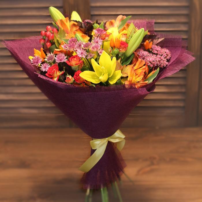 Купить дизайнерский букет с желтой лилией в Перми