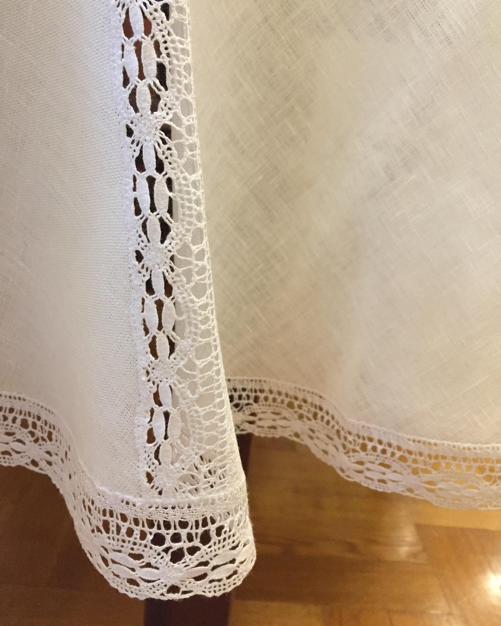 Скатерть круглая льняная белая с кружевом