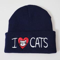 Вязаная шапка с отворотом и вышивкой I love cats (Я люблю кошек), синяя