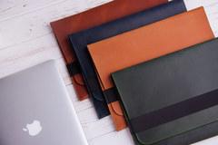 Коричневый горизонтальный кожаный чехол Gmakin для MacBook