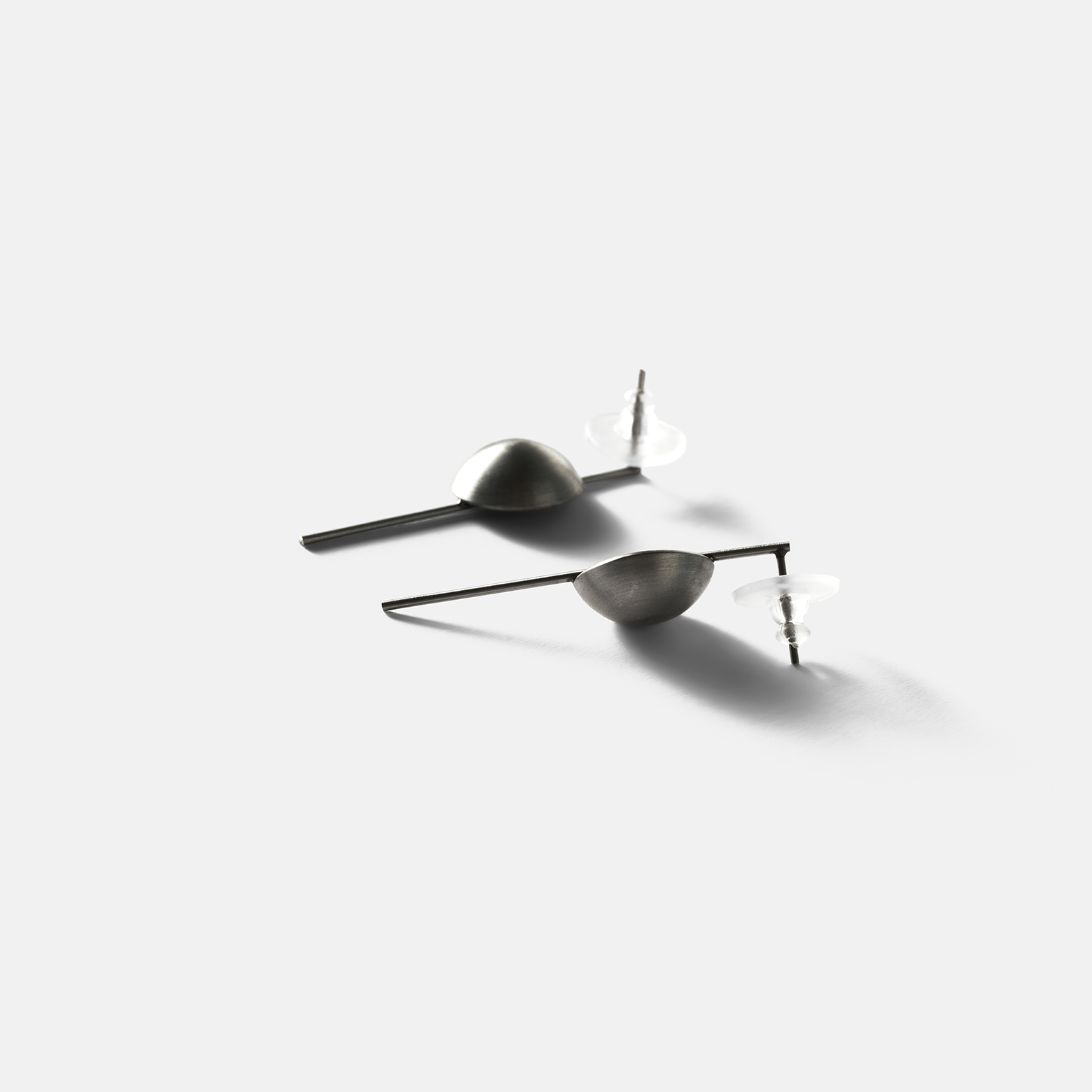 Konzuk Linnea Minor Earrings — серьги из бетона и стали