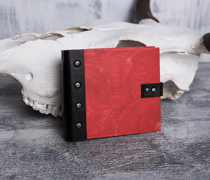 BC127-4 Небольшой деревянный блокнот красного цвета, ручная работа
