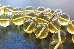 бусы и серьги из лимонного натурального янтаря