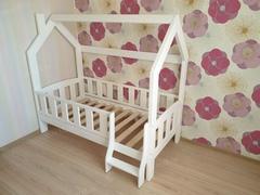 Детская кровать Домик Сказка с лестницей