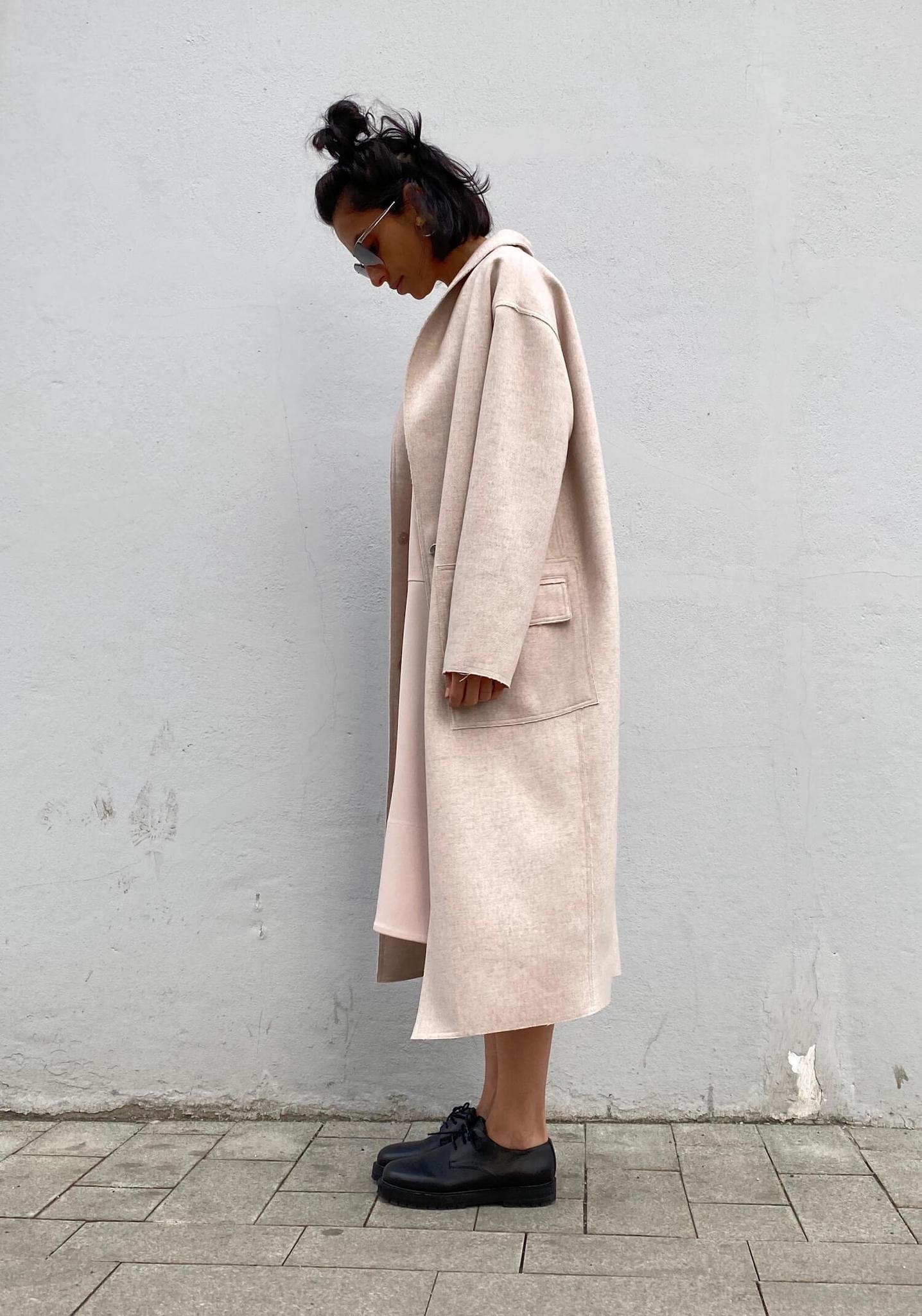 Пальто прямого кроя с накладными карманами и воротником-шалькой, off-white