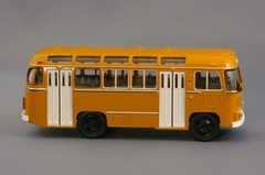 PAZ-672M Classicbus 1:43
