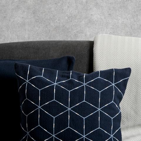Подушка декоративная из хлопка темно-синего цвета с геометрическим орнаментом Ethnic, 45х45 см