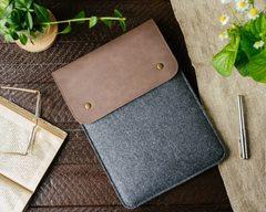 Вертикальный чехол Gmakin для Macbook коричневый с черным