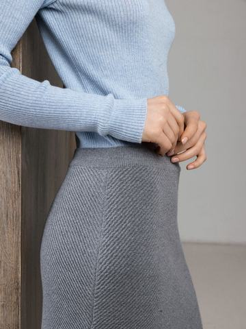 Асимметричная юбка прямого силуэта фактурной вязки - фото 6