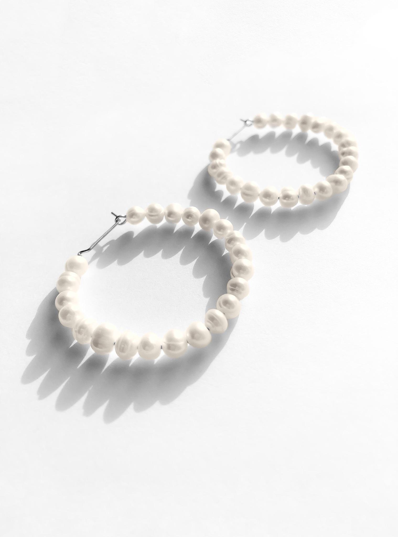 Серебряные серьги-кольца с культивированным жемчугом