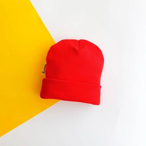 Шапочка с подворотом красная
