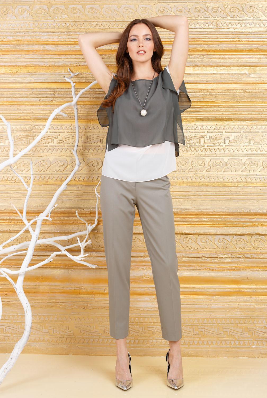 Брюки А468б-189 - Такая модель оливкового цвета необходимая вещь в повседневной жизни. Широкие брюки скрадывают бедра, а укороченная длина открывает изящные щиколотки. Комбинируйте с блузами, пиджаками и рубашками, и вы создадите элегантные, интересные образы на все случаи жизни. Брюки подходят для любого стиля.