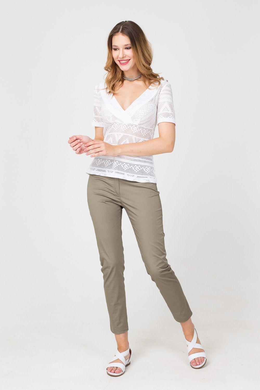 Брюки А467-777 - Комфортные и универсальные брюки из приятного к телу и маломнущегося материала, это прекрасное дополнение любого гардероба. Модель зауженного книзу силуэта имеет укороченную длину, что позволяет подобрать практически любую обувь. Лаконичный дизайн и базовый цвет сделали брюки союзником любых комплектов.