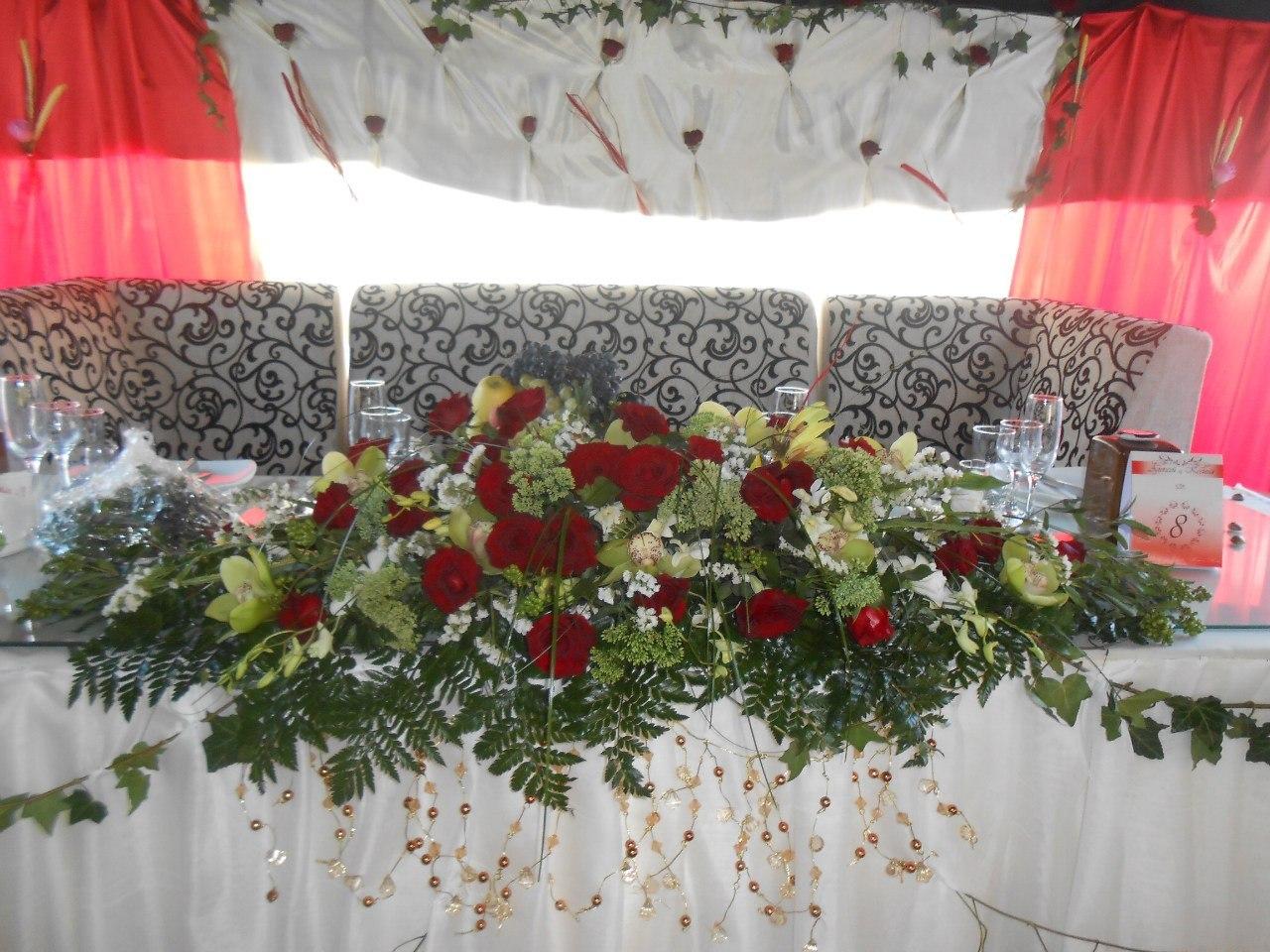 Живые цветы на стол с орхидеей Алматы
