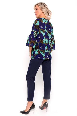 <p><span>Подчеркнуть свою индивидуальность и выделиться на фоне окружающих можно с помощью женского трикотажного костюма от компании ELZA. Стильный комплект отлично подойдёт для выхода на улицу и работы, в летний и осенний период года. Такая покупка дополнит Ваш гардероб качественными стильными вещами. В ассортименте существует 5 видов расцветок на любой вкус, так что совершенно каждая женщина может присмотреть для себя подарок на новый сезон 2021 года. Профессиональный пошив и яркая цветовая палитра совмещается в одном женском трикотажном костюме. Он состоит из блузки и брюк, которые можно носить по отдельности. Благодаря синему низу, можно сделать стиль не только прогулочным, но и деловым. Пошив производится из полиэстера и вискоза. Одевая данный костюм в прохладную весеннюю погоду, Вы буду радовать себя частичками лета, и вспоминать и теплых, солнечных днях. Брюки крепятся резинкой, благодаря этому нет необходимости покупать дополнительные ремни и различные подвязки.&nbsp;</span></p>