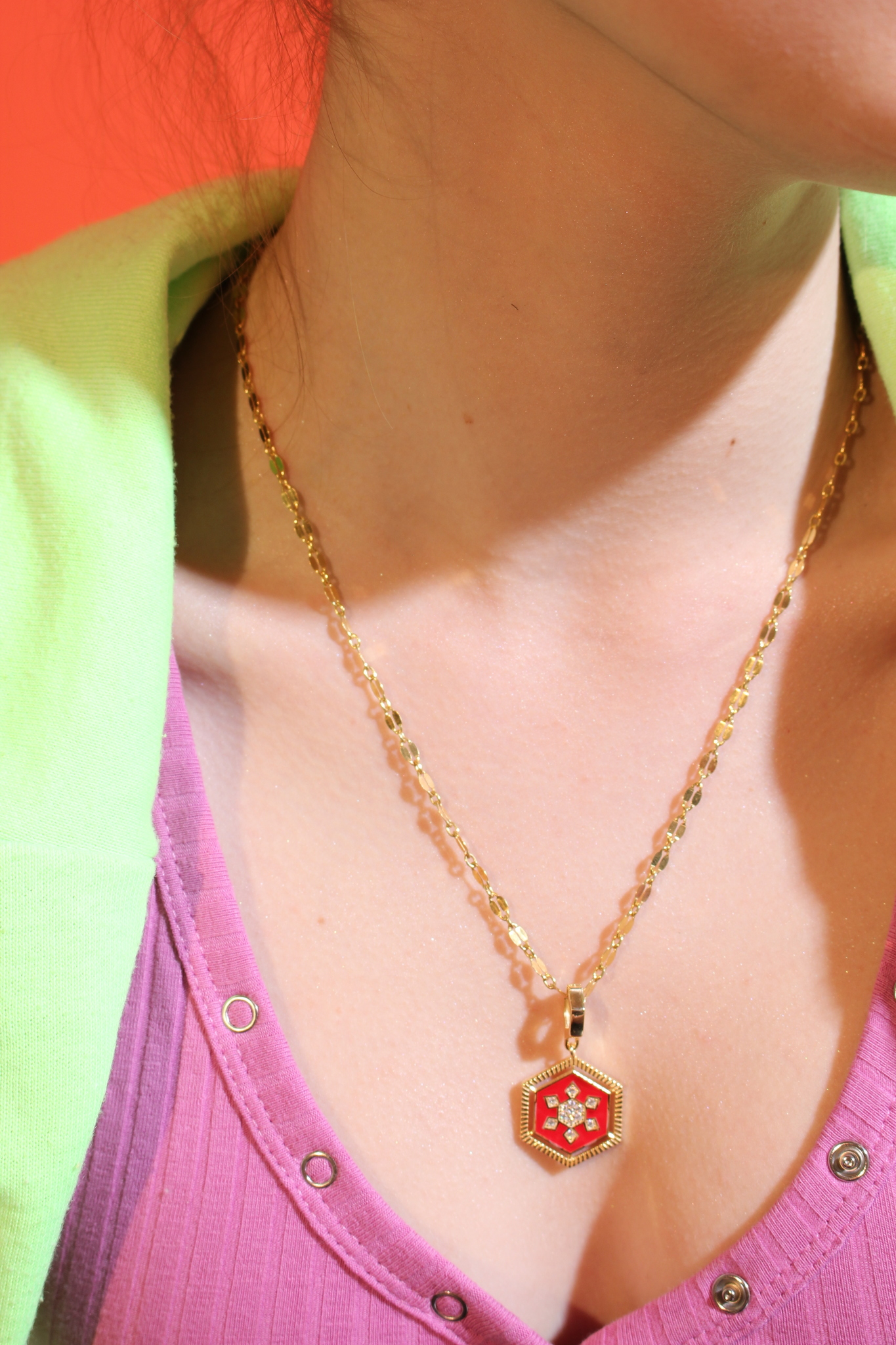 Necklace in gold plated silver with light red enamel