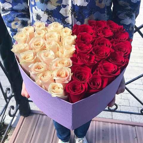 Розы в коробке в виде сердца