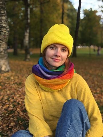 Желтая зимняя шапочка бини с отворотом