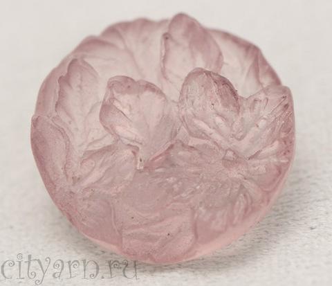 Пуговица объёмная с резными цветами и листьями, пыльно-розовая, полупрозрачная