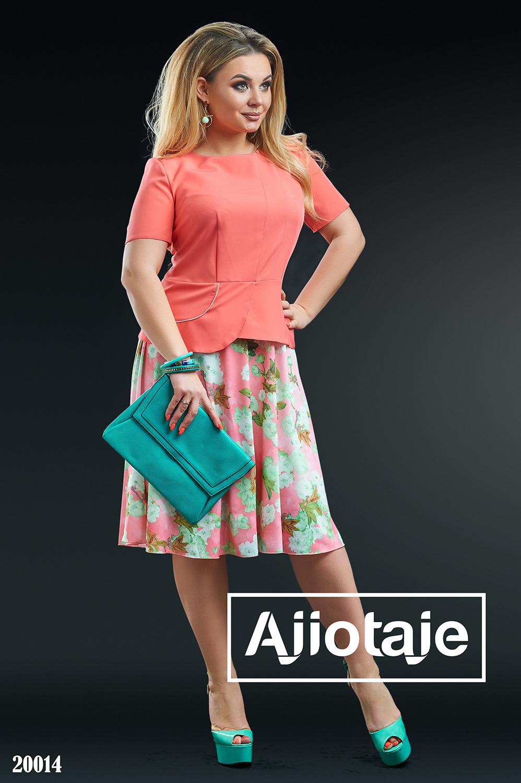Яркое платье с розовой юбочкой