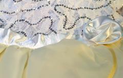 Нарядное платье для девочки (кремовое)