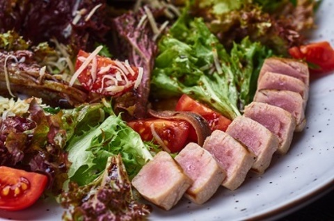 Салат з тунцом