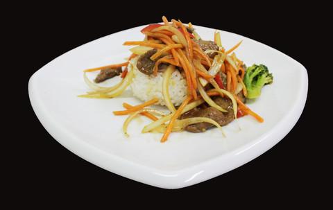Вок говядина с рисом 400гр牛肉盖饭