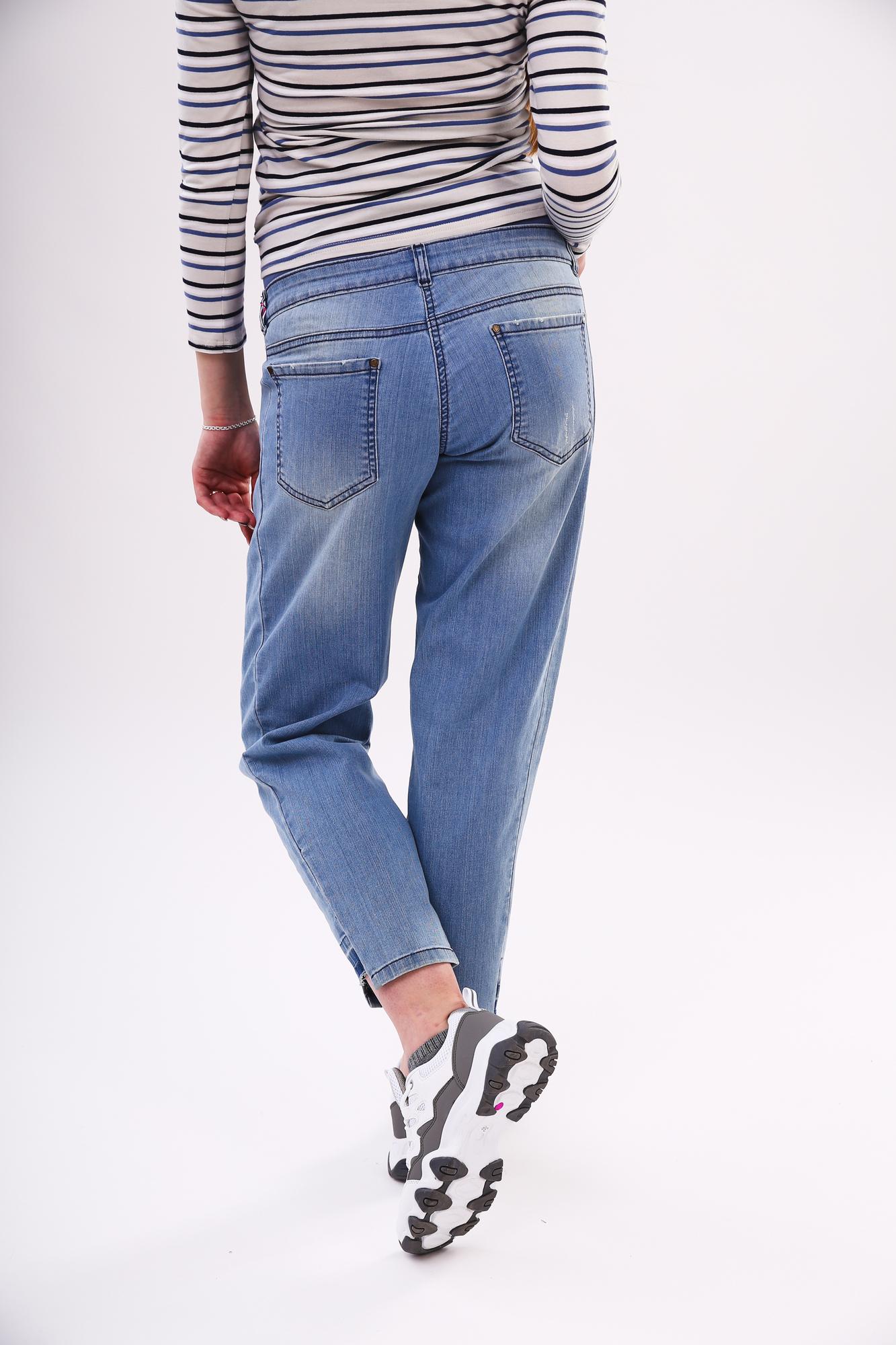 Фото джинсы-бойфренды для беременных MAMA`S FANTASY, укороченные, трикотажная вставка от магазина СкороМама, голубой, размеры.