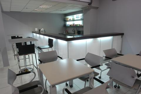 Барная стойка и мебель для кафе