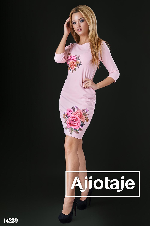 Весеннее платье персикового цвета с розами