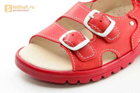 Босоножки Тотто из натуральной кожи с открытым носом для девочек, цвет Красный, 1082B. Изображение 13 из 16.