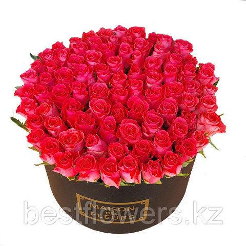 Огромная коробка роз Maison Des Fleurs