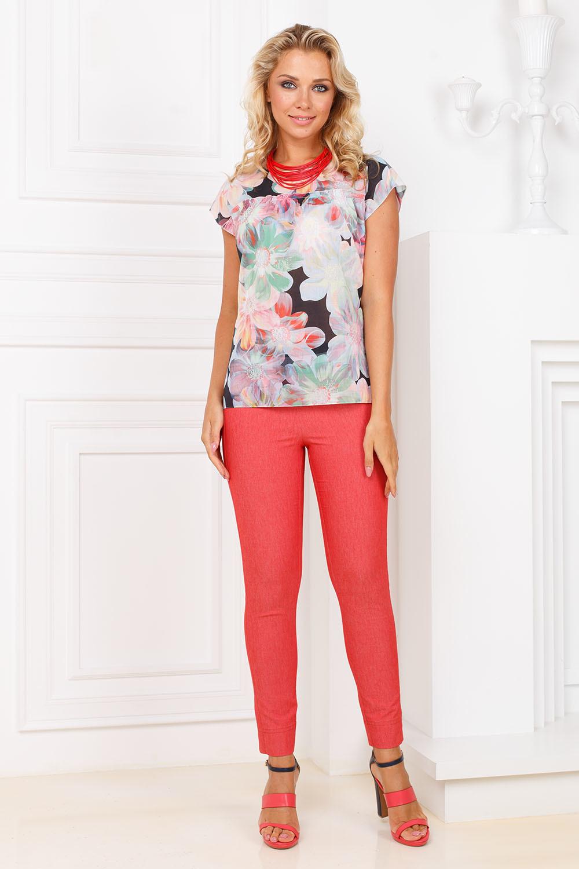 Блуза Г634-726 - Хлопковая блуза прямого силуэта со спущенной линией плеча. Отрезная кокетка выше линии груди обработана небольшой рюшей. Модный принт - крупные цветы, выглядят стильно и запоминающееся.