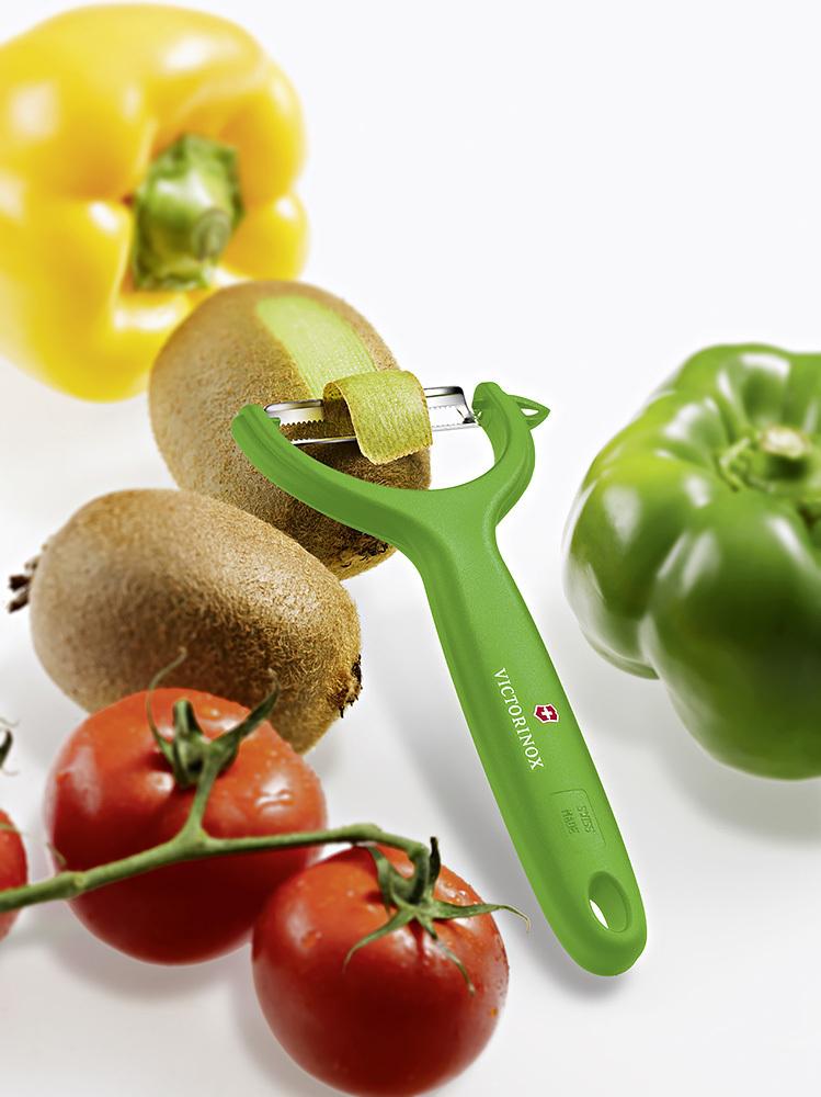 Овощечистка Victorinox (7.6079.4) универсальная, зелёная | купить в интернет-магазине Wenger-Victorinox.Ru