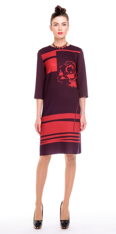Платье З140-370 - Платье прямого силуэта, с оригинальным принтом в виде графичной розы на груди и однотонной спинкой. Комфортный рукав 3/4. Прекрасно сиди на фигуре любого типа. Модель для офиса и на каждый день.