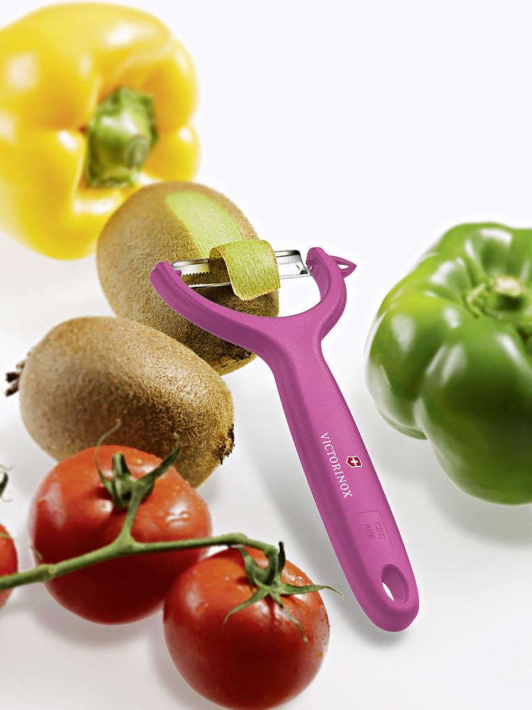 Овощечистка Victorinox Tomato and Kiwi Peeler (7.6079.5) цвет розовый | купить в интернет-магазине Wenger-Victorinox.Ru