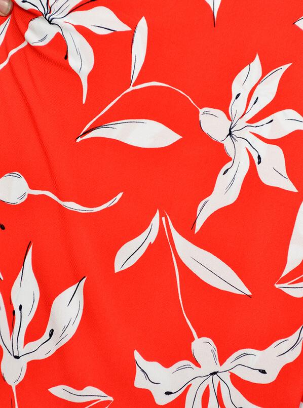Платье Аврора, цветы на красном