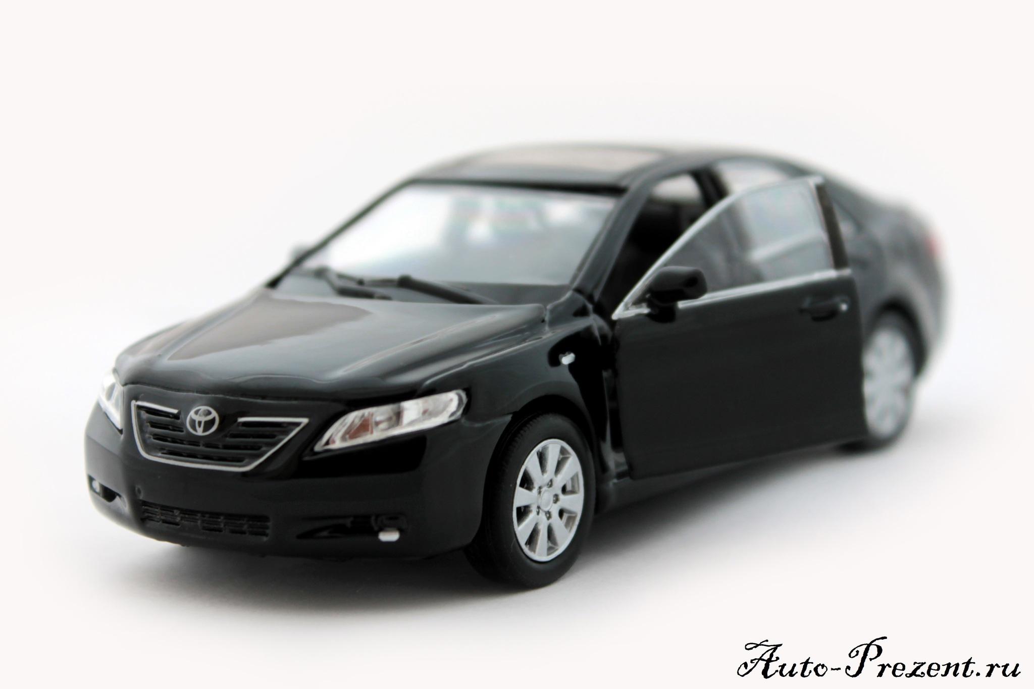 Машинка-игрушка Toyota Camry