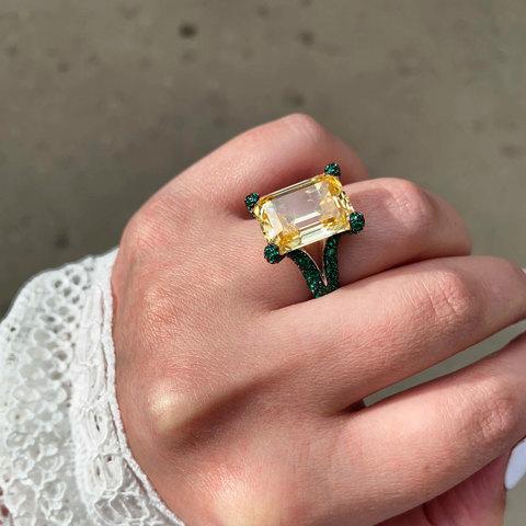 Кольцо с цирконом-багет желтый черный  (серебро 925)