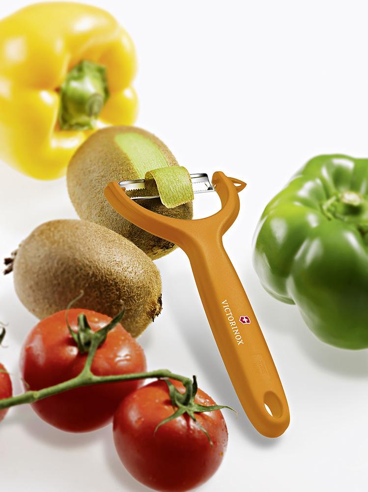 Овощечистка Victorinox (7.6079.9) универсальная, оранжевая | заказать в интернет-магазине Wenger-Victorinox.Ru