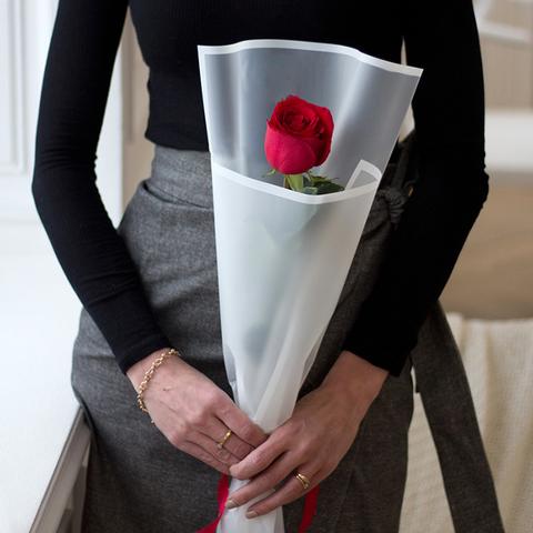 Букет 1 роза в стильном оформлении (цвета в ассортименте)
