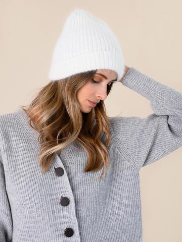 Женская шапка молочного цвета из ангоры - фото 4
