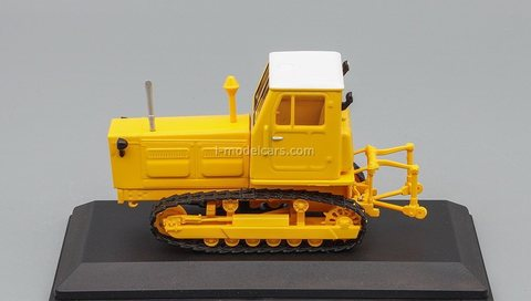 Tractor T-4A second generation yellow 1:43 Hachette #132