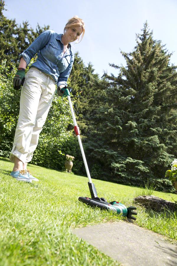 Аккумуляторные ножницы Bosch для травы, комплект Isio + телескопическая штанга